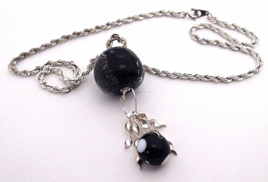 pendant-glass-beads-silver.jpg
