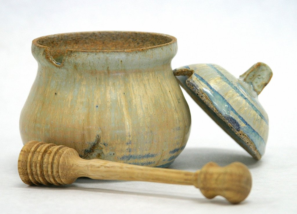Pottery-honey-pot-lid-off.jpg